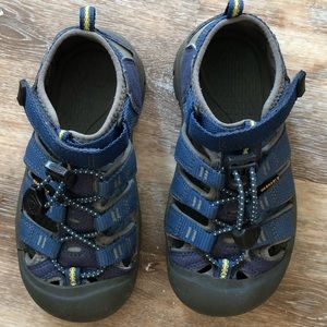 Keen kids sandals in excellent condition Size 12